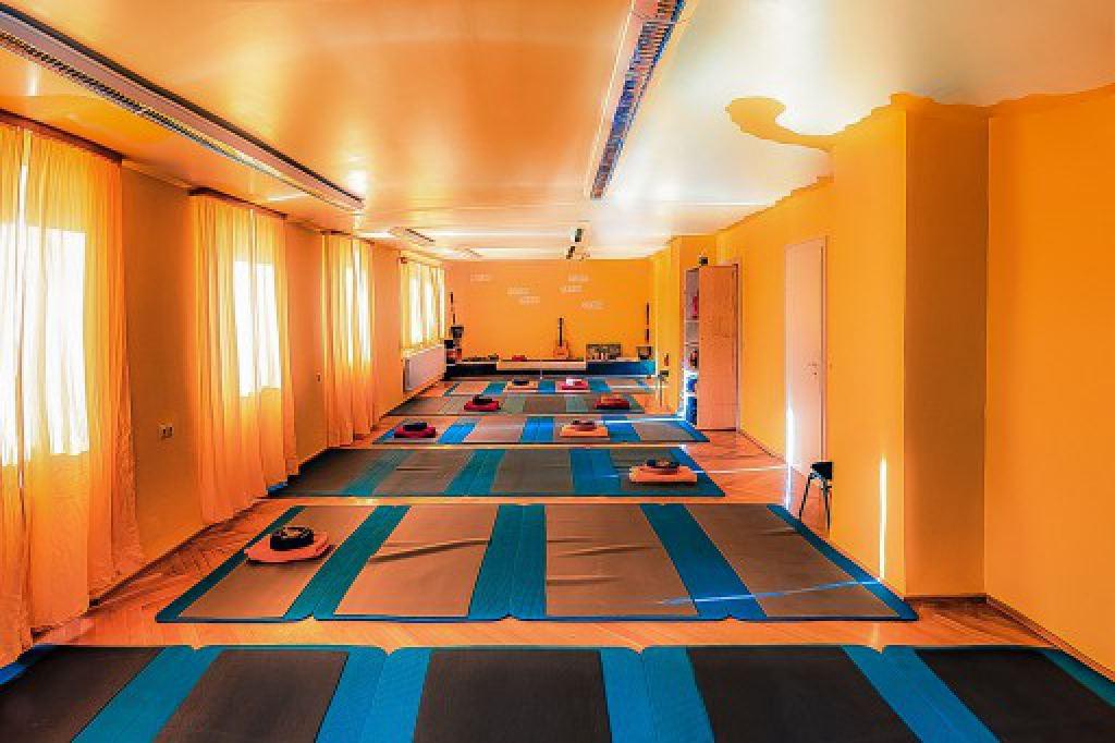 lichtlaecheln_yogazentrum_01b_yogauebungsraum-512x341