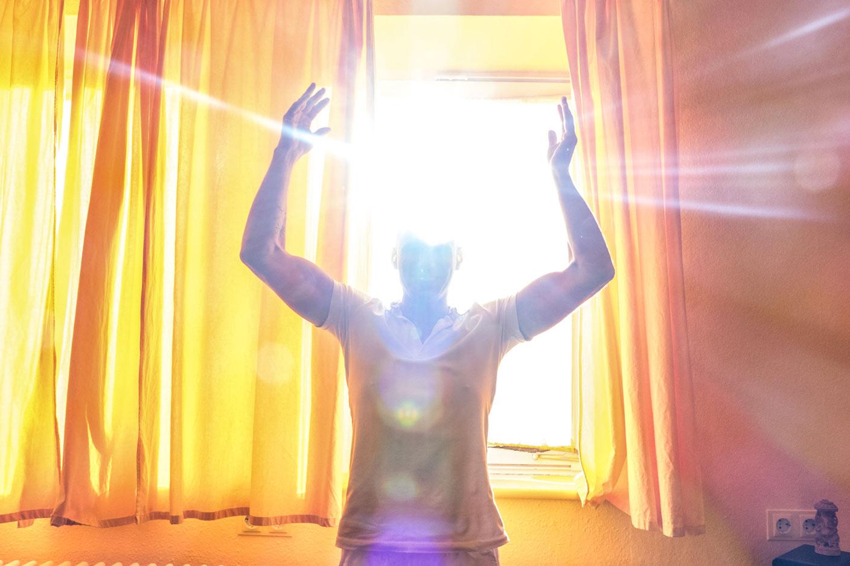 Peter Brahmadev im Licht